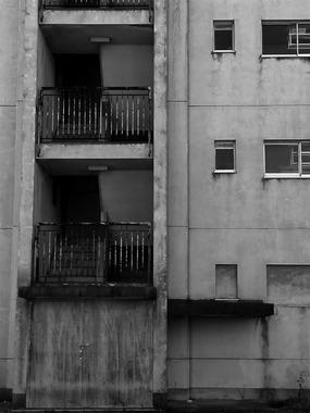 安城・閉ざされた集合住宅
