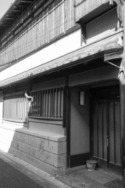 奈良市・元林院町阪井樓