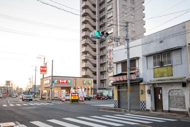 国道1号線鳴海栄交差点オアシス