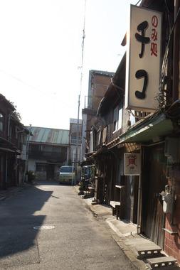 刈谷・西日を浴びるマーケット