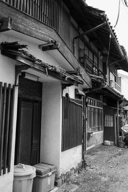 池須・小料理店の観察のある家
