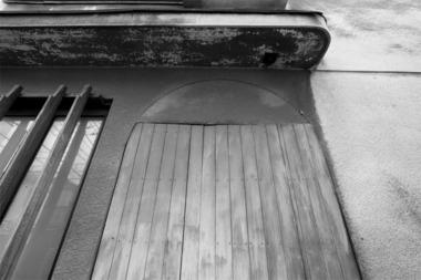 鳩の町赤線跡・バンコの扉