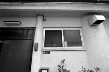 東京鳩の街柱のある家